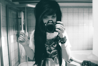 black-and-white-camera-girl-hair-photography-Favim.com-73440_large
